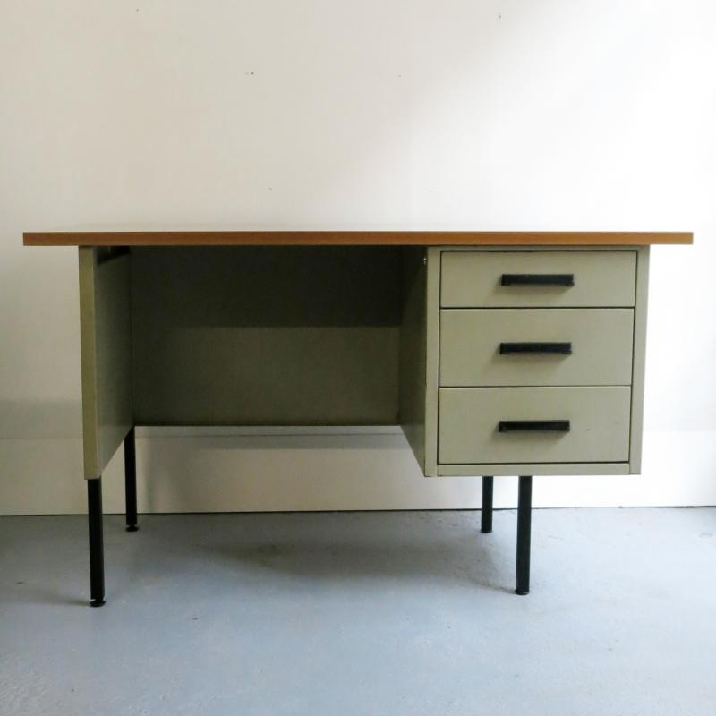 bureau industriel. Black Bedroom Furniture Sets. Home Design Ideas