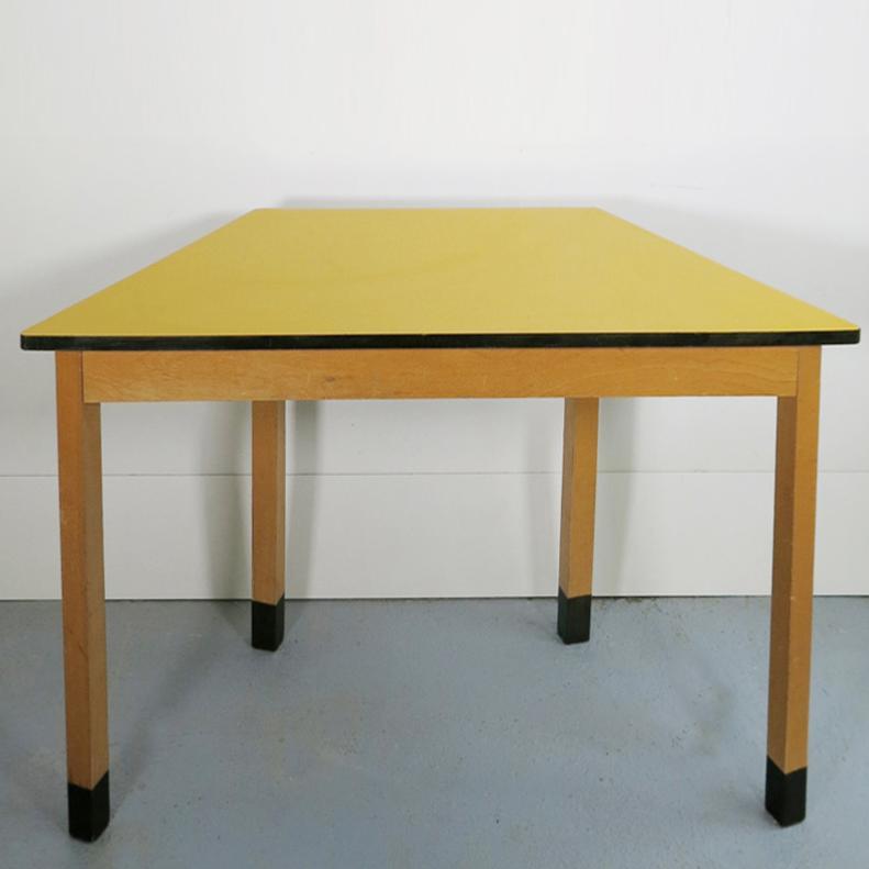 table bureau console en formica jaune. Black Bedroom Furniture Sets. Home Design Ideas